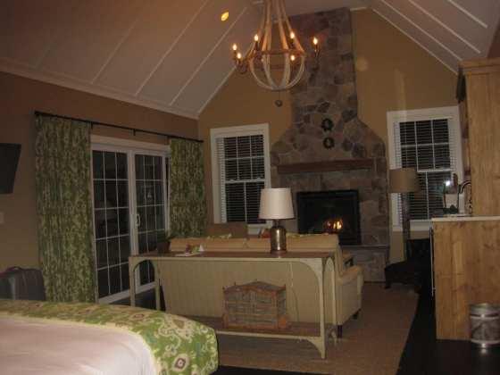 Room at Hidden Pond Photo: Maralyn D. Hill