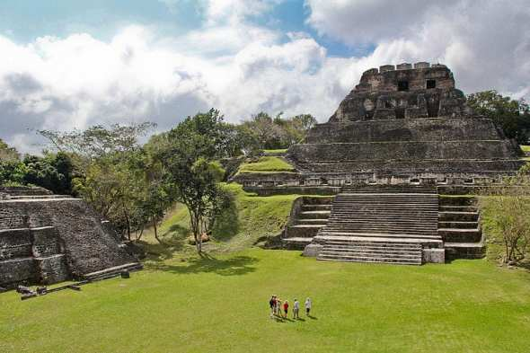 El_Castillo, Xunantunich, Cayo, Belize commons.wikimedia.org