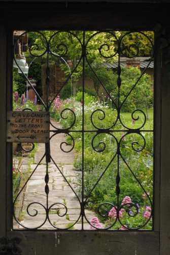 Cottage-garden,-Fingest