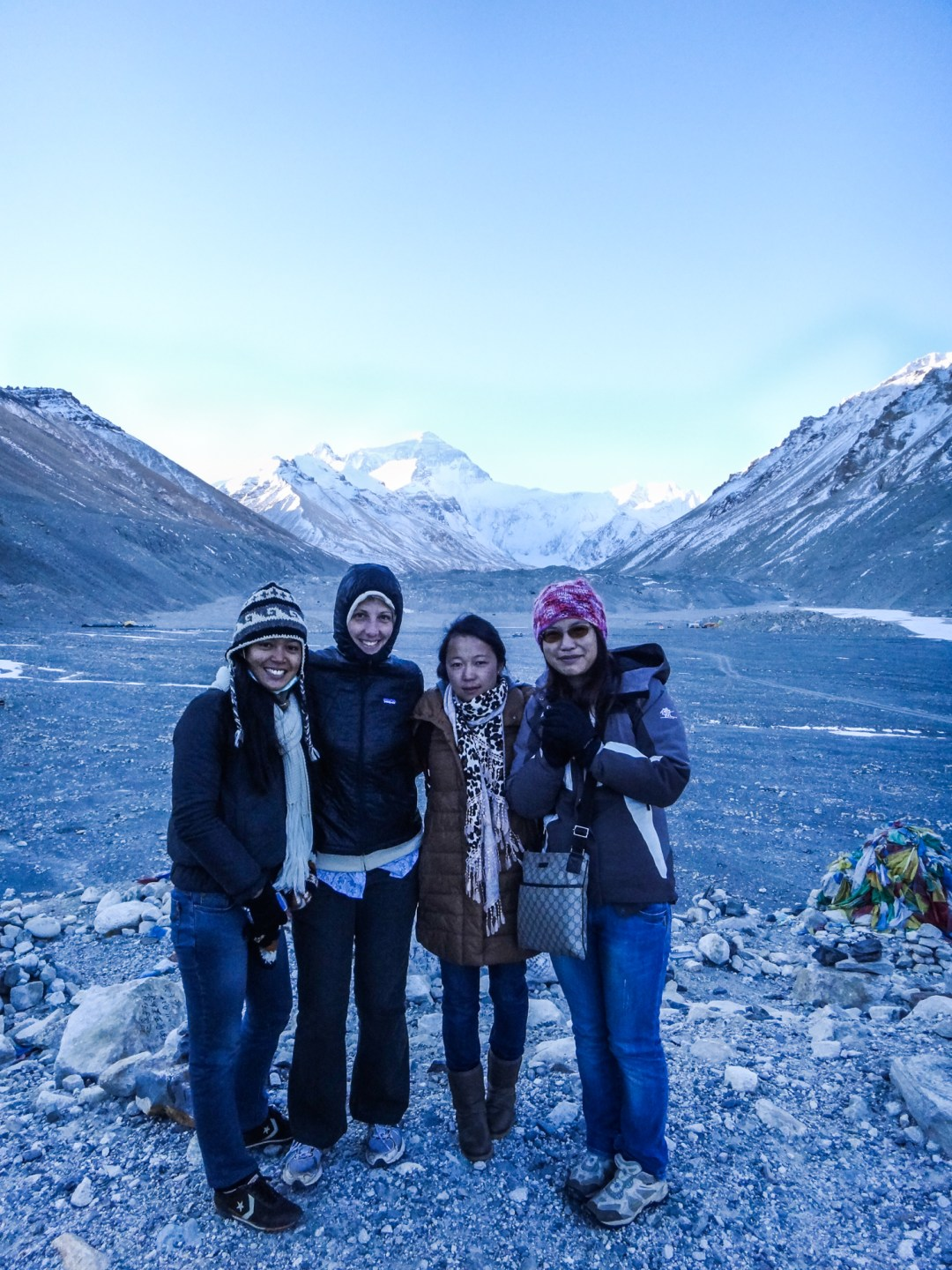 Everest-Basecamp girl group