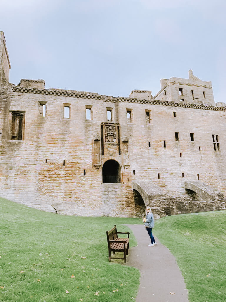 image of woman infront of Linlithgow palace