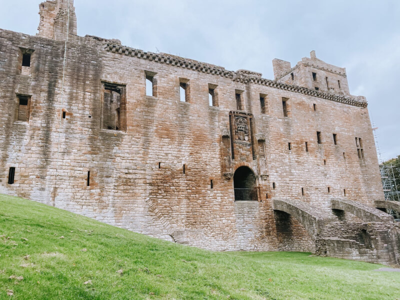 image of Linlithgow palace - castles in scotland to visit