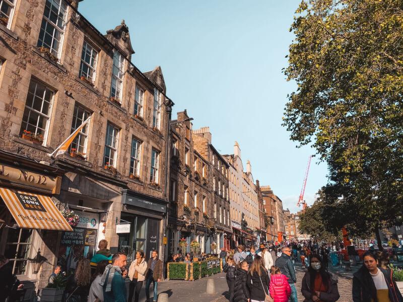 image of pubs in Grassmarket in Edinburgh