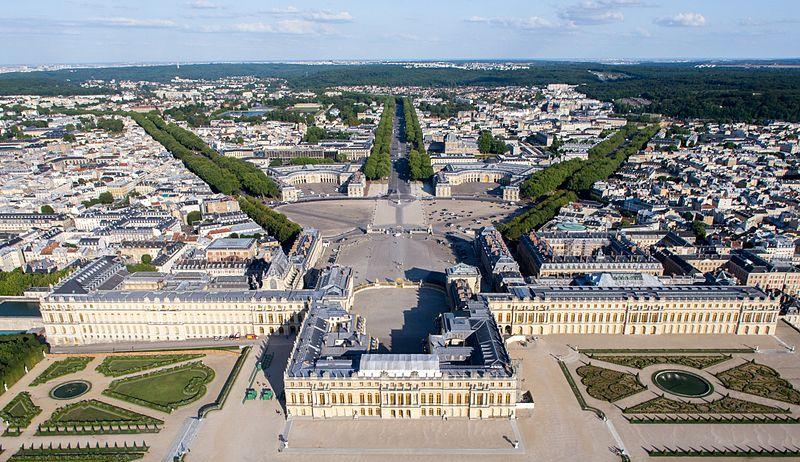 800px-Vue_aérienne_du_domaine_de_Versailles_par_ToucanWings_001