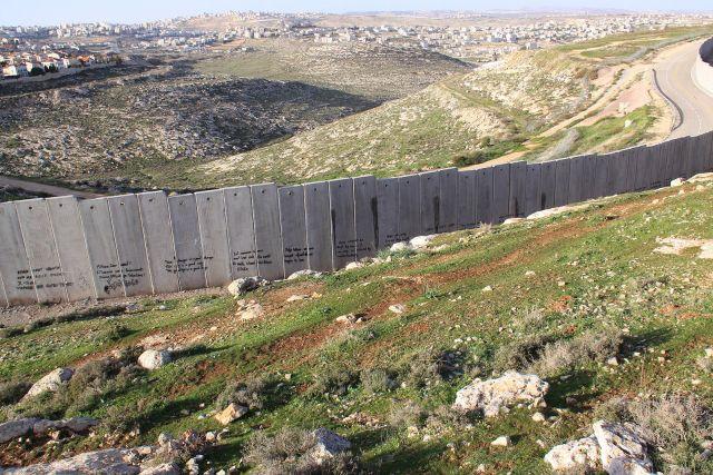 Israeli_West-Bank_barrier_Ramallah