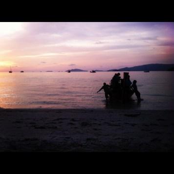 łódka o zachodzie słońca