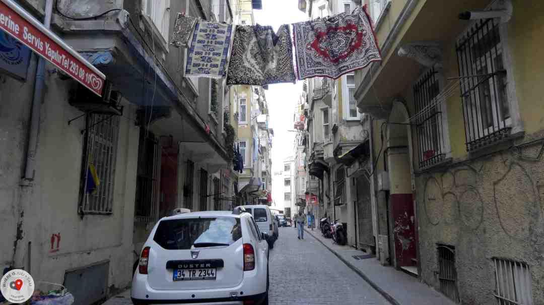dywany na ulicy w Stambule