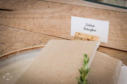 Julia przy stole w Barossa