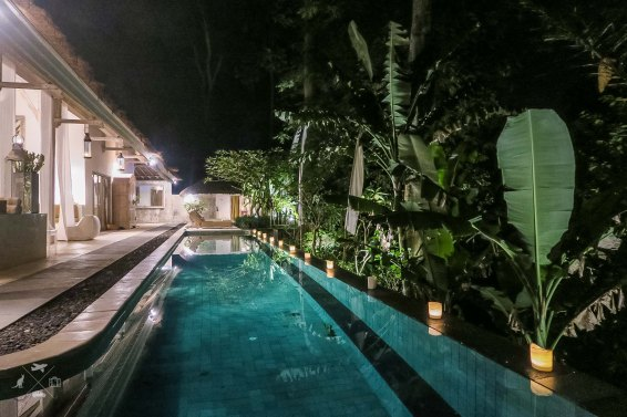 Villa-Sungai-wieczorem
