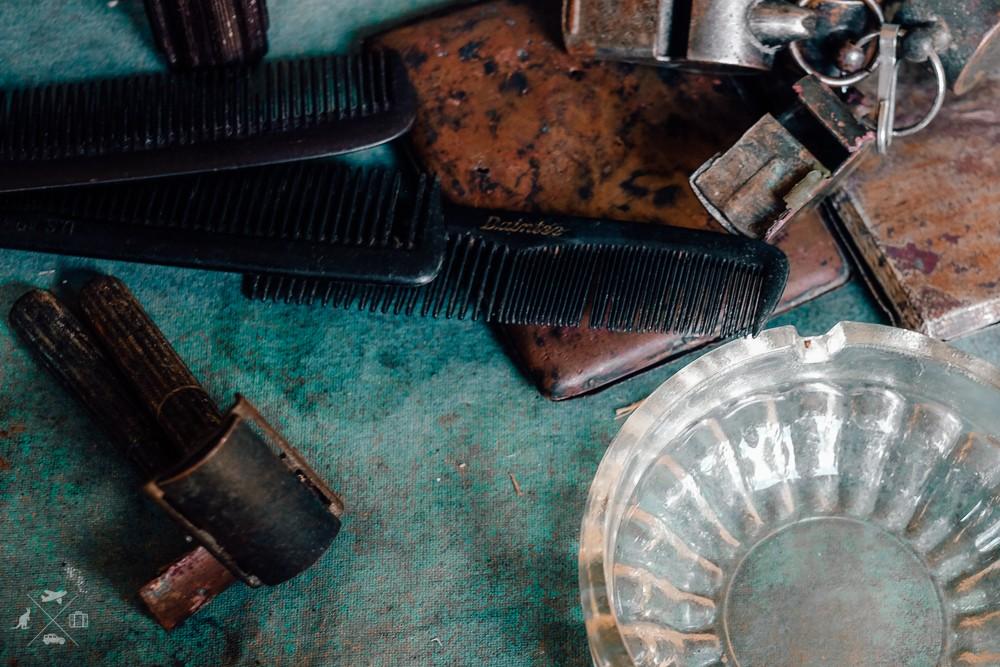 Grzebienie, maszynki do golenia i gwizdki pozostawione przez amerykańskich i japońskich żołnierz