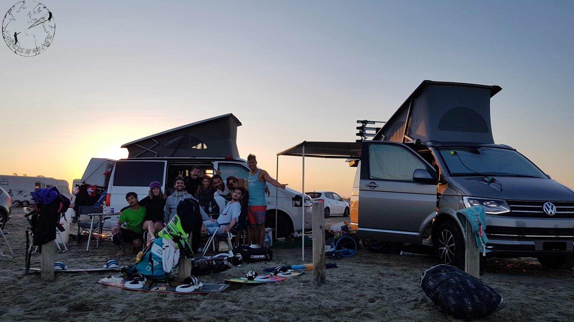Camping à la plage de Napoléon en mode vanlife avec la kite family