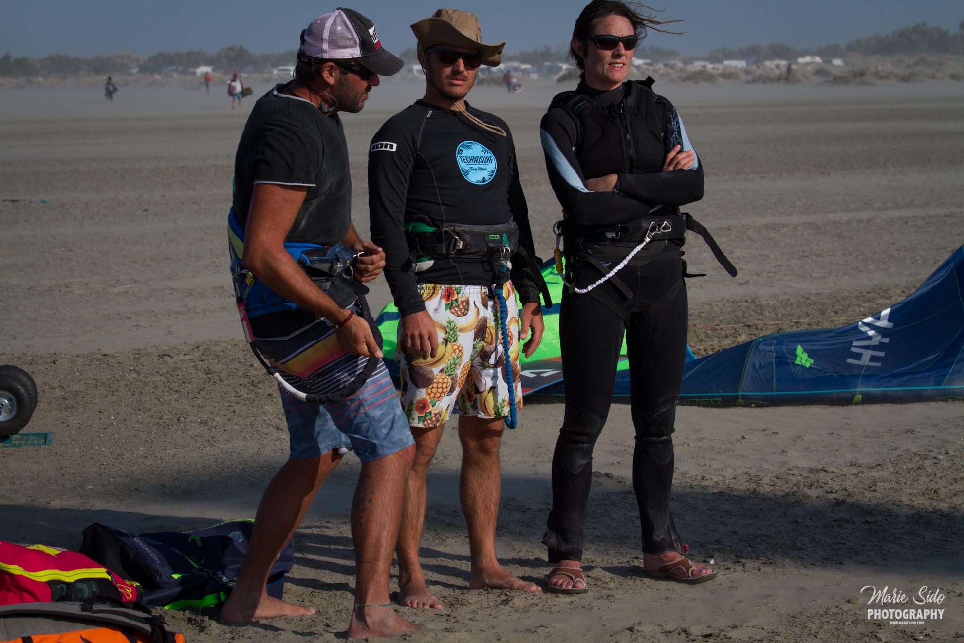 Beauduc Kitesurfing, coaching avec les amis, Mari Sido photography