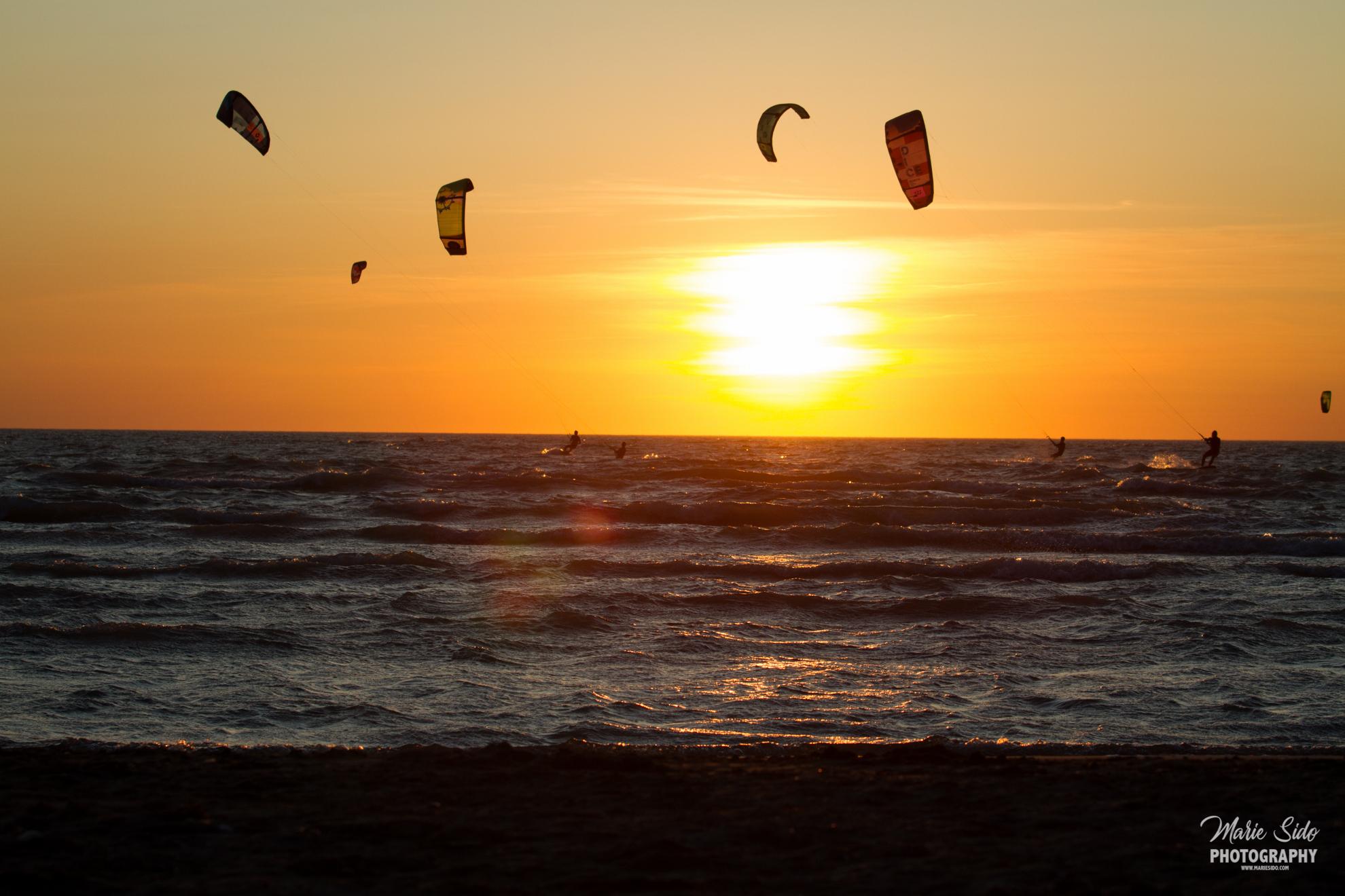 Beauduc Kitesurfing, sunset en France, Mari Sido photography