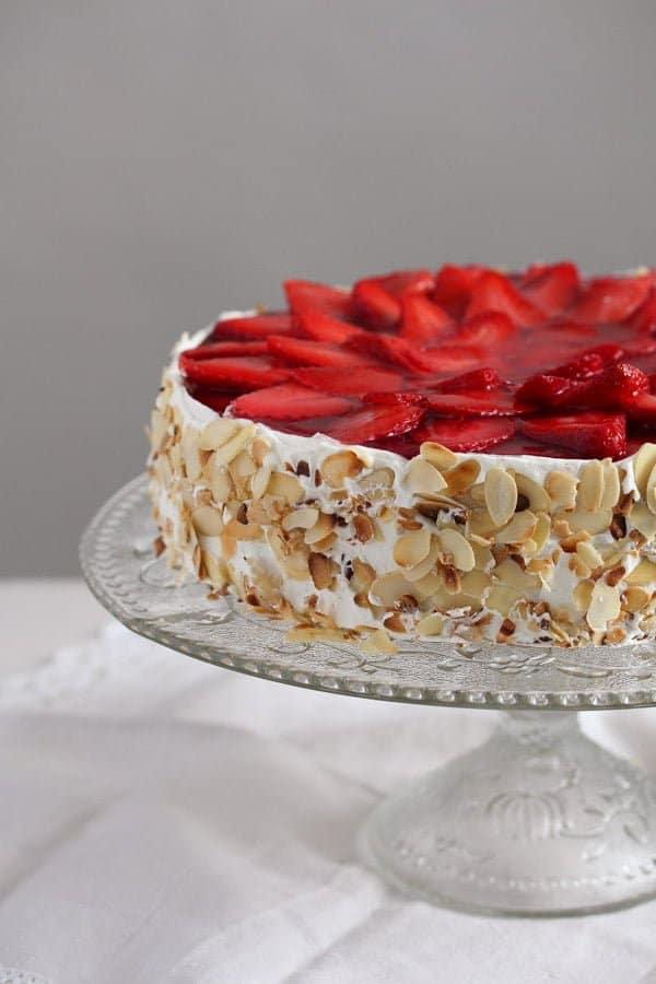strawberry cheesecake 1 Strawberry Cheesecake with Cream Cheese and Yogurt Filling