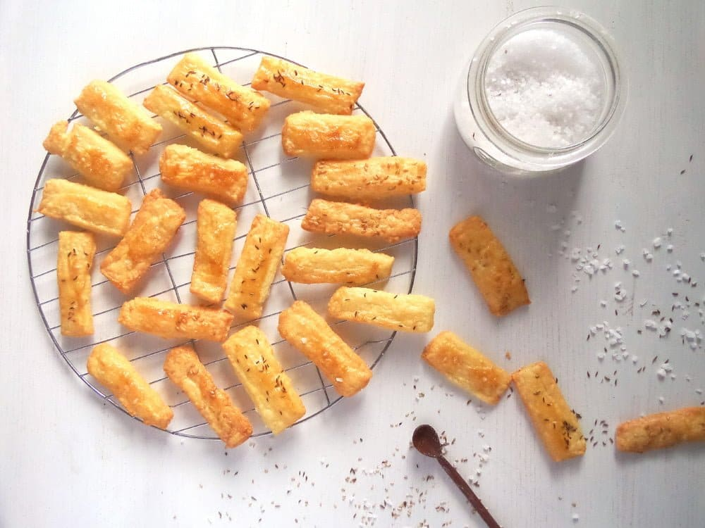 cheese crackers romanian Cheese Caraway Crackers   Romanian Saratele Recipe