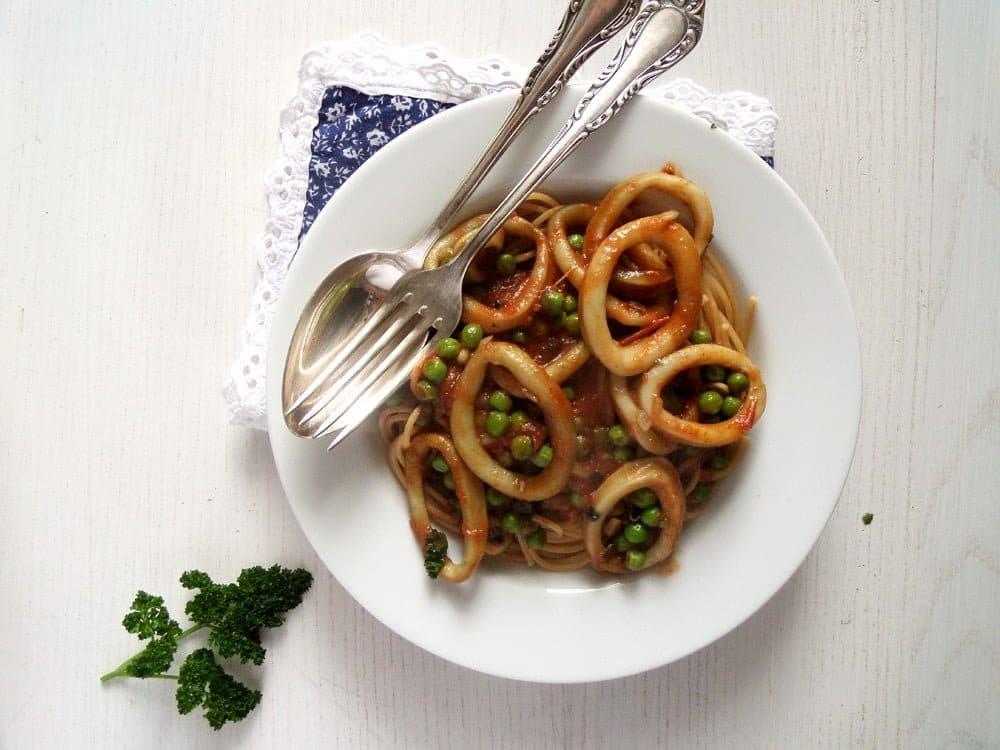 spaghetti calamari peas Spaghetti with Calamari and Peas with Tomato Sauce
