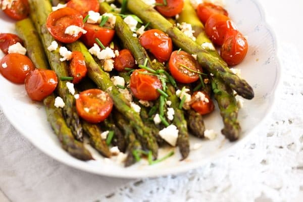 roasted spargel 5 Roasted Asparagus Recipe with Tomatoes and Feta