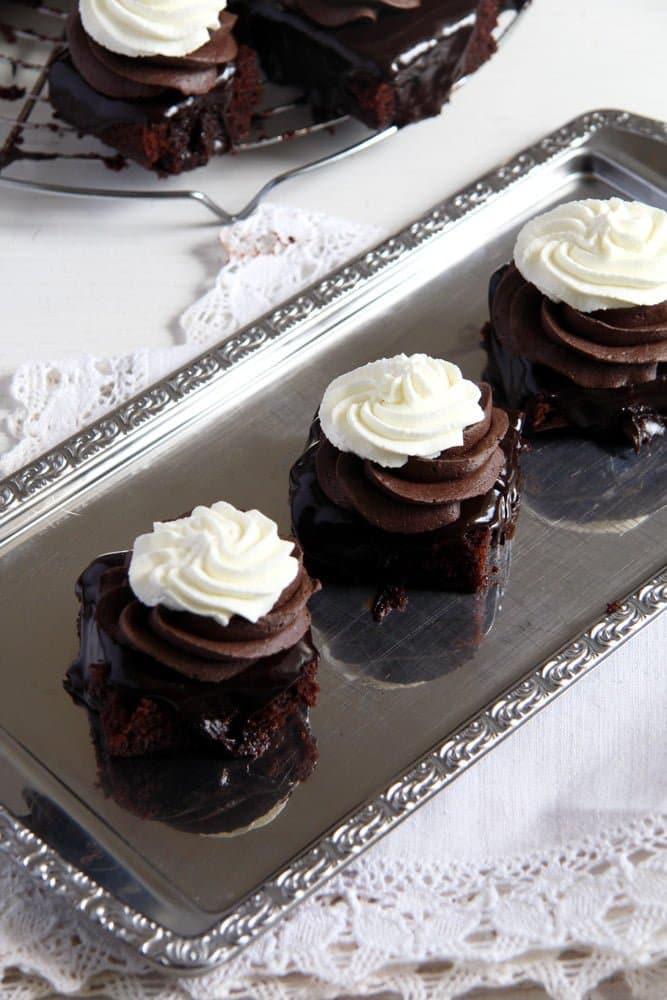 chocolate cake ganache crea Romanian Chocolate Cake with Ganache and Cream   Prajitura Boema