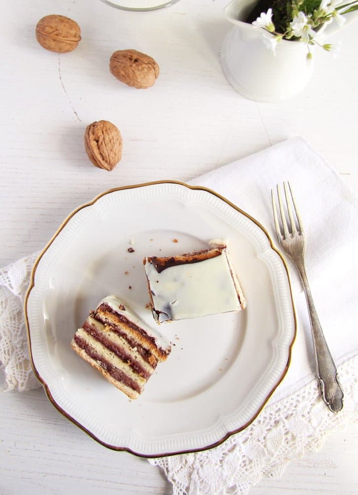 greata garbo cake Layered Cake with Walnuts and Jam   Prajitura Greta Garbo