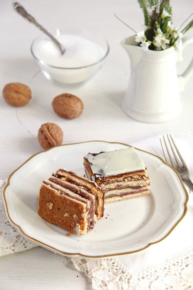 greta garbo Layered Cake with Walnuts and Jam   Prajitura Greta Garbo