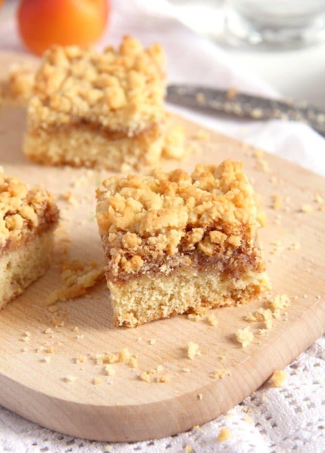 apricot jam cake crumbles Apricot Jam Crumble Cake with Walnuts   Prajitura razuita