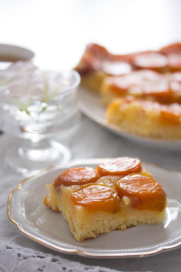 upside down apricot cake 6 Upside Down Apricot Cake with Fresh Apricots