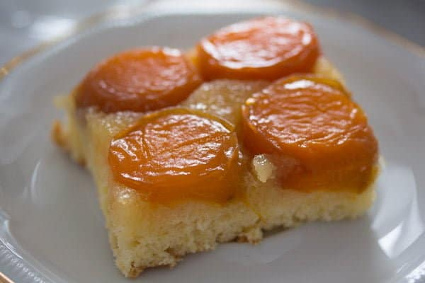 upside down apricot cake 8 Upside Down Apricot Cake with Fresh Apricots
