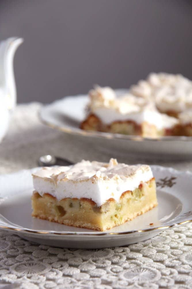 rhubarb meringue cake Rhubarb Meringue Cake   Romanian Cake Recipe