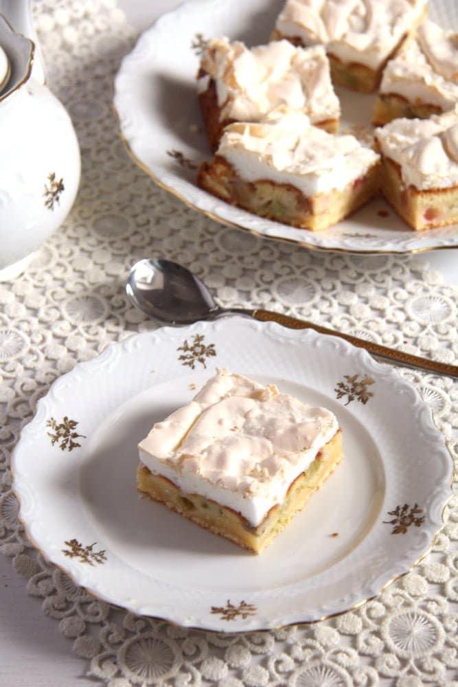 rhubarb meringue Rhubarb Meringue Cake   Romanian Cake Recipe