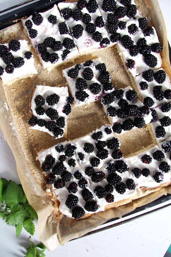 blackberry cake tray bake Easy Fresh Blackberry Cake with Whipping Cream