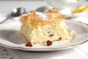 %name Hungarian Noodle Cheese Pie with Raisins – Vargabeles