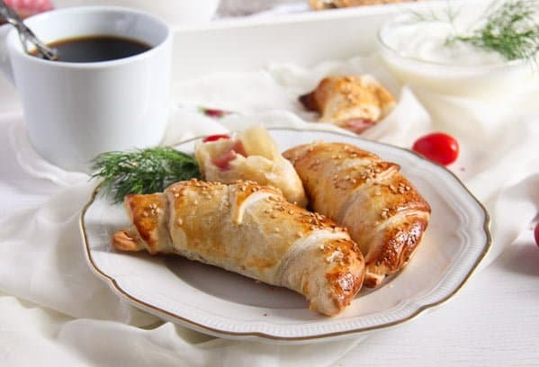croissants ham and cheese 4 Easy Ham and Cheese Puff Pastry Croissants with Sesame Seeds