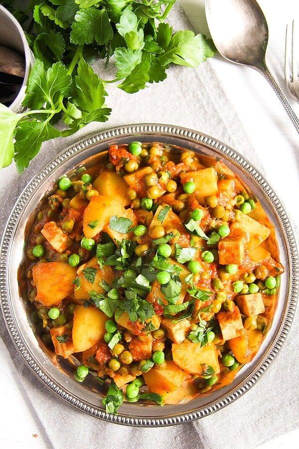 potato pea curry 2 Vegan Potato Curry Recipe with Tofu, Tomatoes and Peas