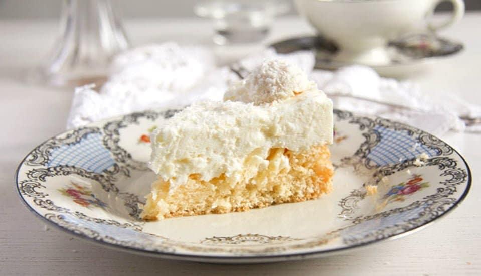raffello coconut cake 5 Easy Pineapple Coconut Cream Cake with Raffaello