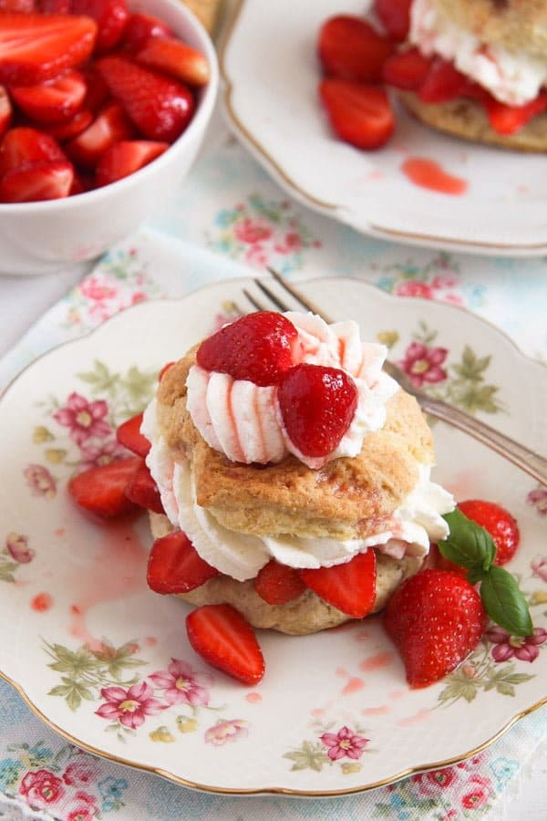 strawberry shortcake 5 Strawberry Shortcake – Classic Recipe with Strawberries and Cream