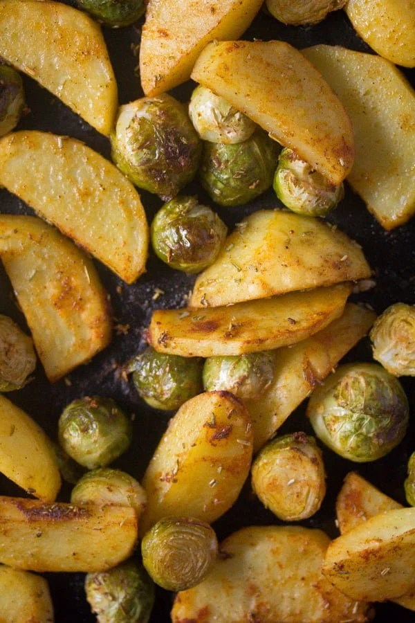 roasted brussels sprouts and potatoes 2 Roasted Brussels Sprouts and Potatoes with Rosemary