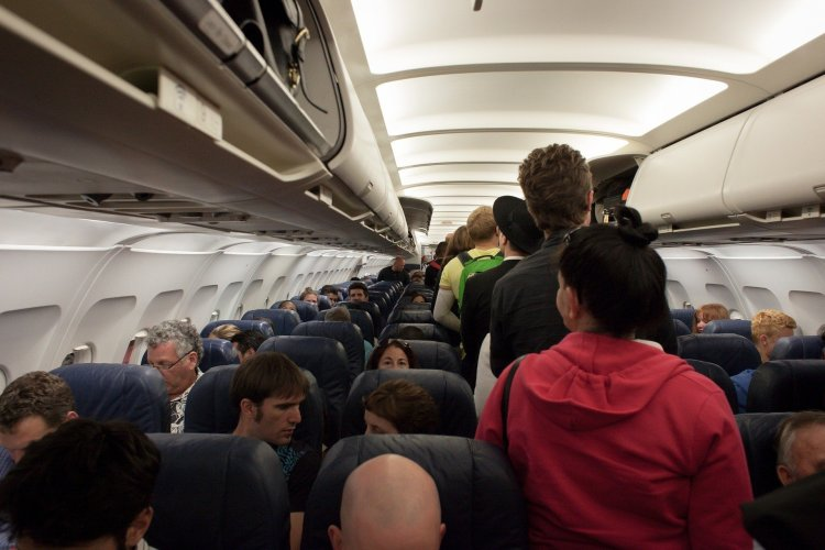 the worst types of people when flying overhead locker queue