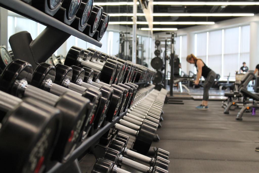 working lifting weights - staying fit while traveling