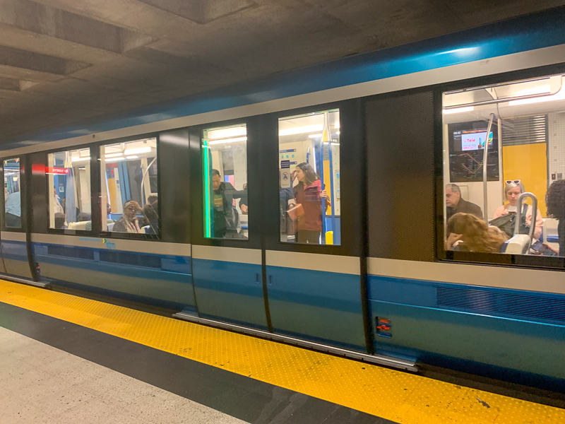 how to get around Montreal subway