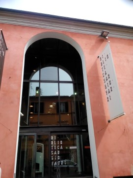 Main library entrance in via Passeri