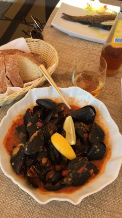 Mussels with tomato sauce. I miss this!