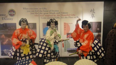 Jikabuki performers strike a pose for Gifu © WhereNYC