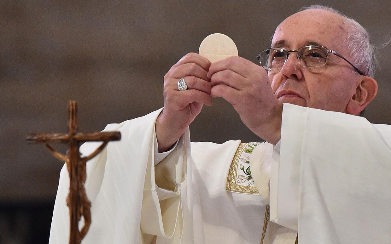 Clarifying Amoris Laetitia: Who can receive communion?