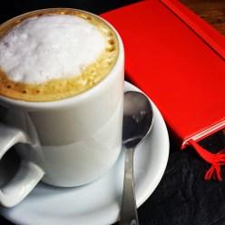 Cafe con leche, por favor.