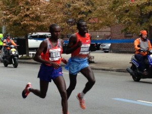 Geoffrey Mutai and Stanley Biwott leading the race at mile 21.5
