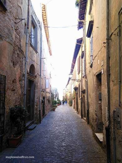 Bracciano lake - street