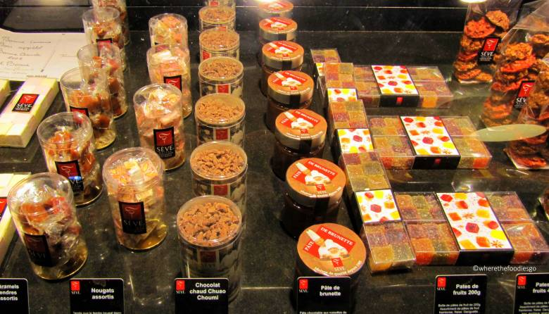 les halles Lyon - where the foodies go25