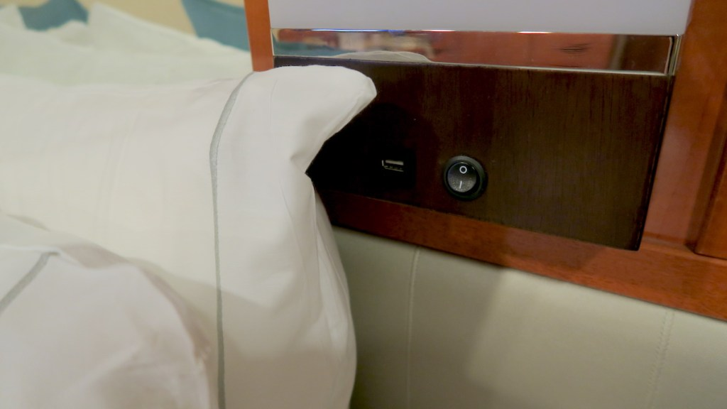 norwegian sun inside cabin 8119 usb plugs