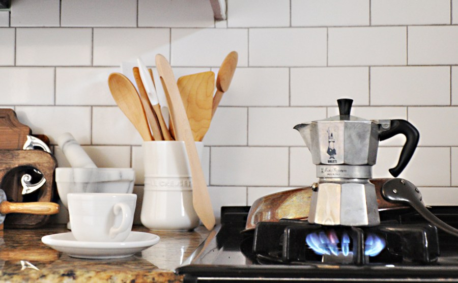 01-Bialetti-Espresso-maker-stove-top-coffee-cup-simple-kitchen