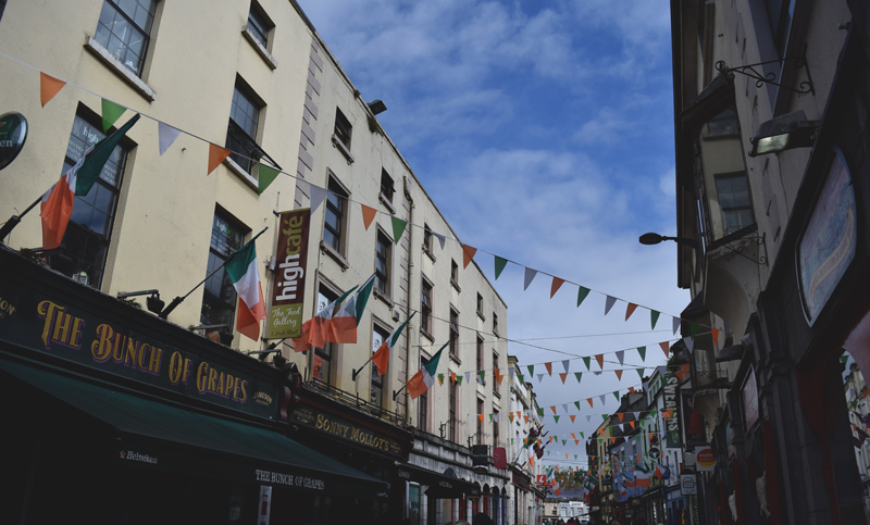 The-Bunch-of-Grapes-Pub-at-Spanish-Arch-in-Galway-City-Ireland
